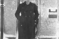 1_Dr-Holden-1947