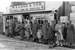 Outside-Luggs-Garage-on-carnival-night-1950s